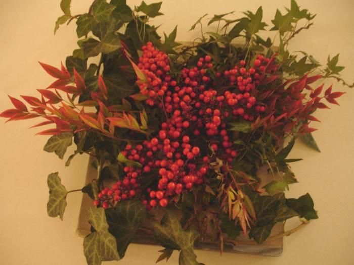 M s ideas de centros de mesa y arreglos florales para navidad for Arreglos navidenos para mesa