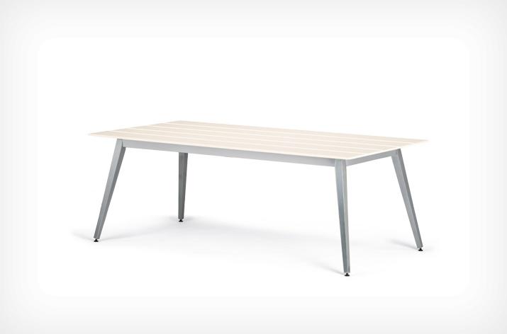 Elegante mesa de comedor para exterior for Mesa exterior diseno