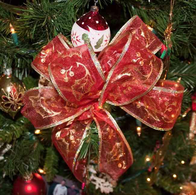 tips-decoracion-navidad-lazos-decorar-arbol-navidad-1
