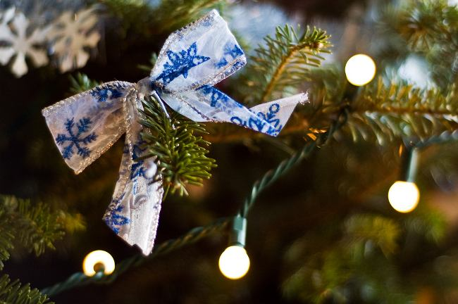 tips-decoracion-navidad-lazos-decorar-arbol-navidad-5